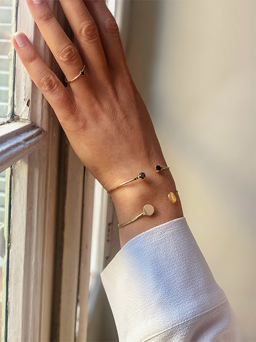 Photo Bracelet jonc avec Plaques et Pierres noires 925grammes.com