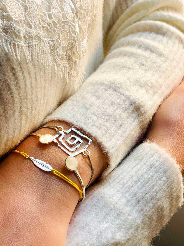 Gros poignet avec des bracelets cordons et bracelet jonc en argent Eshop Bijoux Fantaisies
