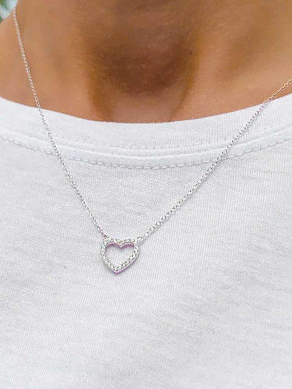 Vue face collier argent avec un coeur formé de zircons
