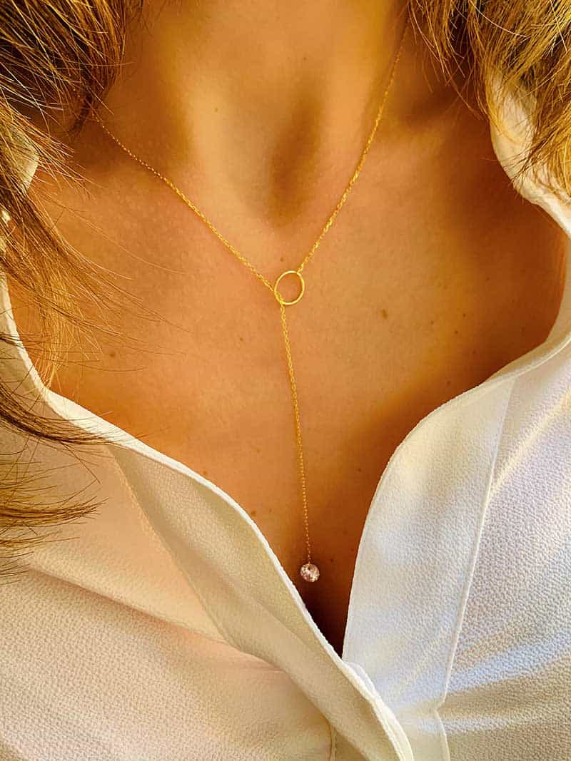 vue de face collier sautoir en plaqué or et diamant en zircon