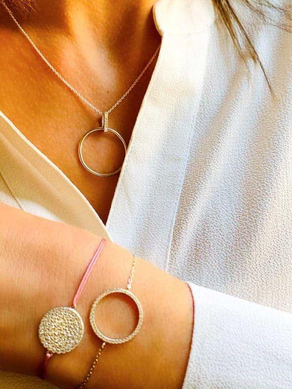 vue face bijoux argent en forme de cercle